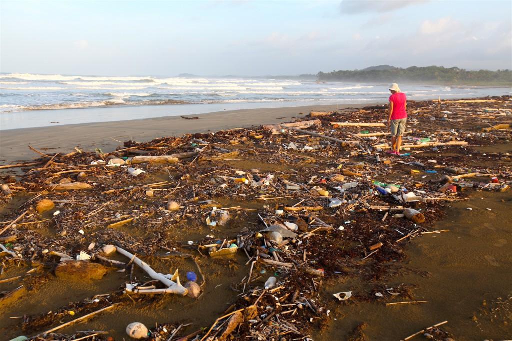 Panama Müllstrand mit Heide